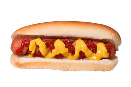 perro caliente: Hot dog con salsa de tomate y mostaza aislados sobre fondo blanco