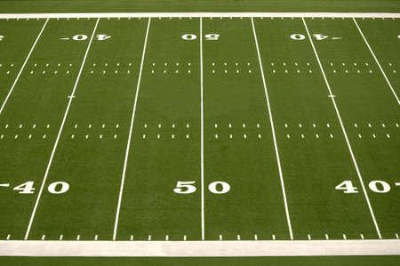 Lege Amerikaanse voetbal veld met 40 en 50 yard regels  Stockfoto
