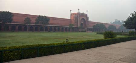 Taj Mahal lateral