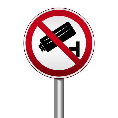 prohibido el paso: Prohibida C�rculo de Plata Met�lico y Rojo Met�lico Border Road Sign Por Prohibido el paso con CCTV signo aislado en el fondo blanco