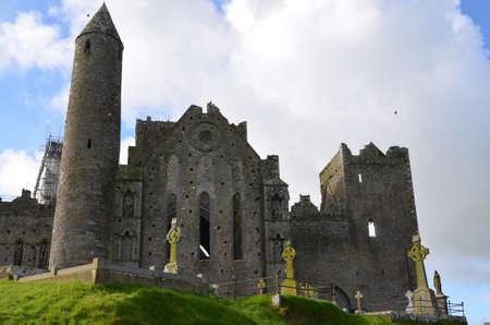 munster: Old standing stone ruins of Rock of Cashel.