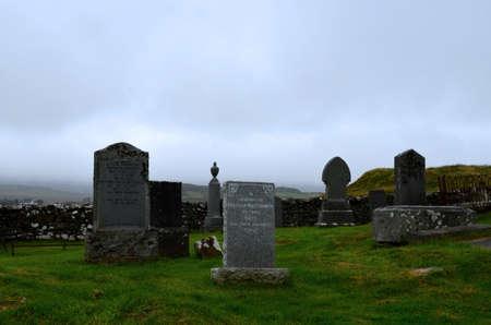 Gravestones in Dunvegan Scotland at the MacLeod family graveyard. 写真素材 - 143249936