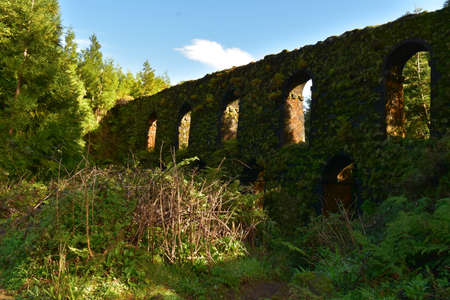 An old aqueduct with arches in the countryside of Sao Miguel. Reklamní fotografie