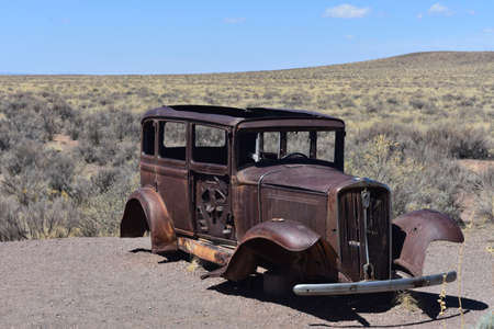 Rusted studebaker found along old Route 66 in Arizona. Standard-Bild