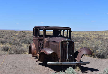 Iconic 1931 rusted out Studebaker located on Route 66 in the Petrified Forest National Park. Standard-Bild