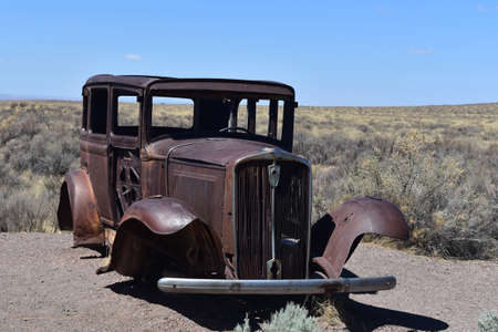 Rusty classic antique studebaker rusted and in disrepair. Standard-Bild
