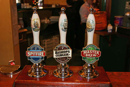 beerhouse: Interesting tapping device - London(Greenwich) - Beerhouse - 18.12.2005 Editorial