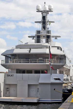 skat: Stockholm, Schweden - 11. Mai 2012: Luxusyacht SKAT angekommen im Hafen von Stockholm