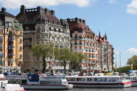 Stockholm, Schweden - 15. Mai 2013: Stockholm City - ber?e Strandv?n - mit Hotels und Luxus-Wohnungen Редакционное