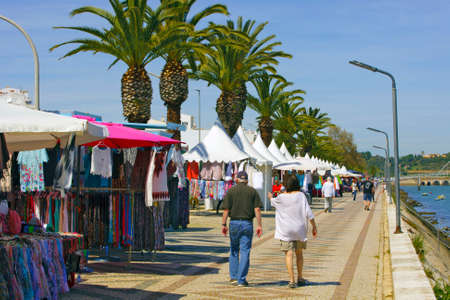 LAGOS, PORTUGAL - MARCH 28: Regular Saturday market on the waterfront in Lagos, Portugal on March 28, 2015 Редакционное