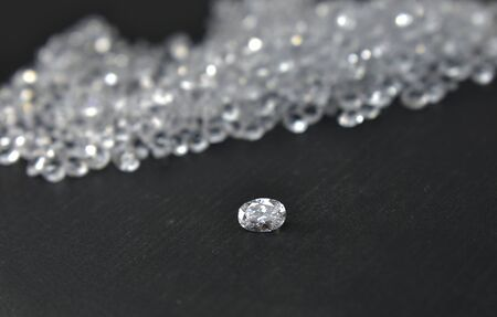 Diamond is a diamond that is beautiful, clear, clean and expensive, important that is rare. Popular as jewelry