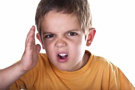 enfant fach�: enfant en col�re sur fond blanc Banque d'images