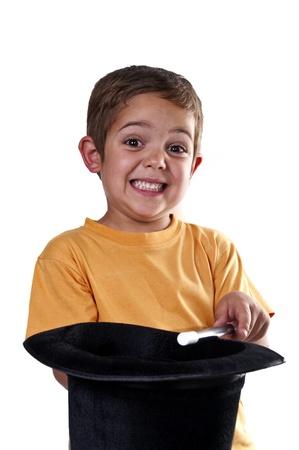truc: kind met een toverstaf op een witte achtergrond