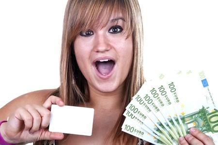 middle class: Chica con tarjeta de crédito y las facturas en el fondo blanco