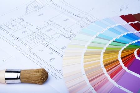 refurbishing: cartella colori e pennello sulla strada di casa blu stampe piani