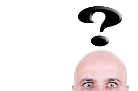 calvicie: calvo con signo de interrogación sobre fondo blanco