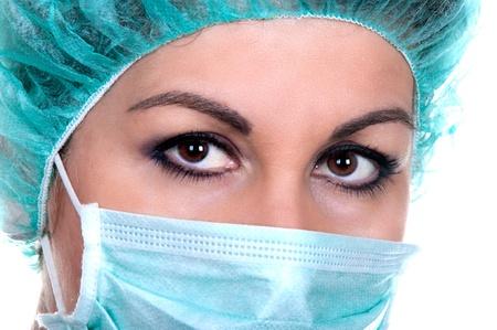 enfermera con cofia: Close-up retrato de una enfermera o un m�dico grave en m�scara verde