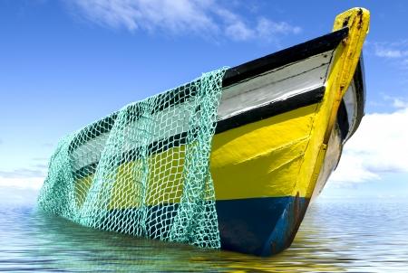 De oude vissersboot met een visnet