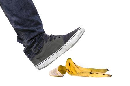 banane: Pied, la chaussure sur le point de glisser sur la peau de banane et d'avoir un accident