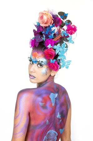 body paint: Mujer hermosa con brillante estilo de maquillaje