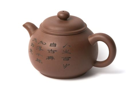 chinese tea pot: Brown chino tetera de cer�mica sobre un fondo blanco. Foto de archivo