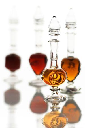 pocion: Poco botellas de vidrio con aceites perfume �rabe.