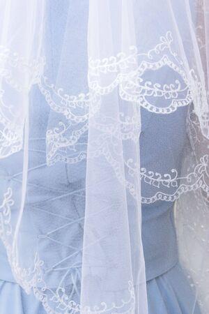 ornated: Nuziale vestito da dietro, ricca ornated velo.