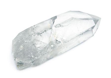 crystal healing: Cristallo naturale enorme di quarzo isolato su bianco.