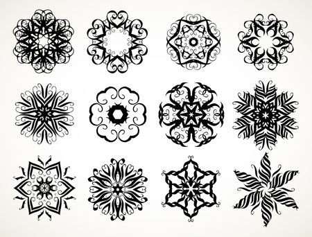 Set of ornate lacy doodle floral round rosettes in black over white backgrounds. Mandalas formed with hand drawn calligraphic elements. Vettoriali