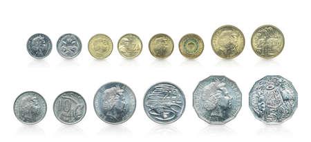 Sluit omhoog - de Reeks Australische dollarmuntstukken islated op witte achtergrond met het knippen van weg. Bezettingsmuntstuk op witte achtergrond. Stockfoto