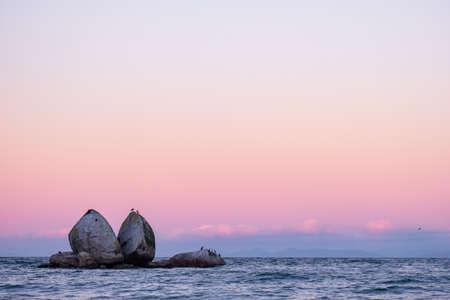 Split Apple rocks. the famous rocks in Abel Tasman National park, Kaiteriteri, New Zealand. Фото со стока