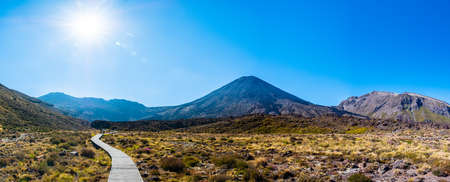 Panorama Landscape view of a beautiful of Tongariro Crossing track on a beautiful day with blue sky, North Island, New Zealand.. Imagens