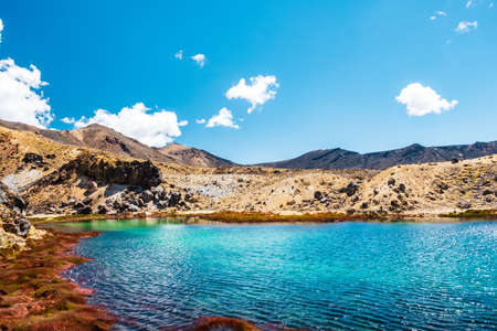 Belle vue paysage de la piste Tongariro Crossing par une belle journée avec un ciel bleu, île du Nord, Nouvelle-Zélande..