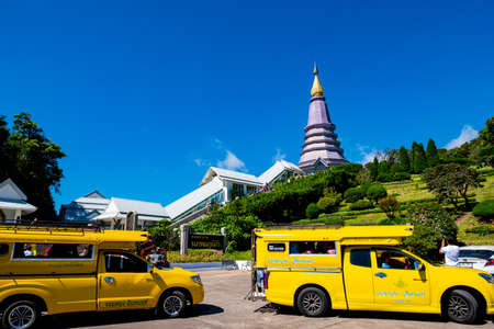 2019 November 25th, Doi Inthanon National Park. Chiang Mai, Thailand. People come to visit Two Pagodas the landmark on the top of the mountain. Éditoriale