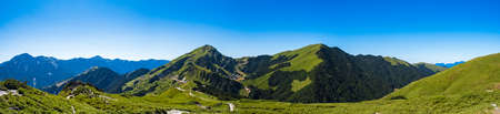 Beautiful Scenery of the green mountain and blue sky at Hehuanshan Main Peak, Taroko National Park, Wuling, Nantou County, Taiwan 免版税图像