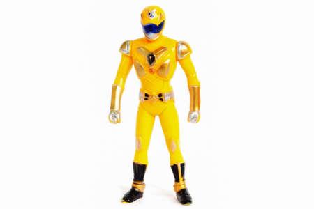 juguetes: Robots aislado amarillo telón de fondo blanco.