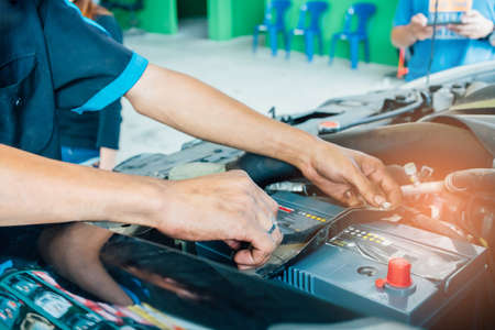 Mechanic using tools for changing the car battery. Car repair service 版權商用圖片