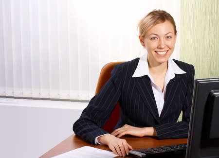 superiority: La mujer de negocios en una oficina