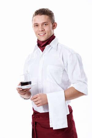 delantal: El joven camarero con una Copa en un fondo blanco