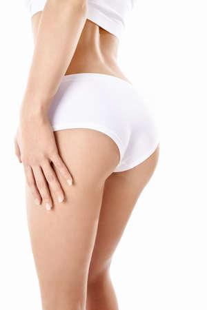 cuerpo femenino perfecto: Una joven en su ropa interior sobre un fondo blanco