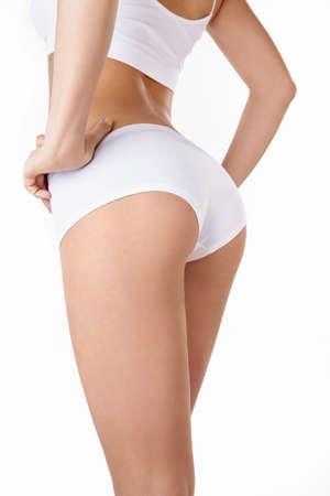 nalga: Una joven en su ropa interior sobre un fondo blanco