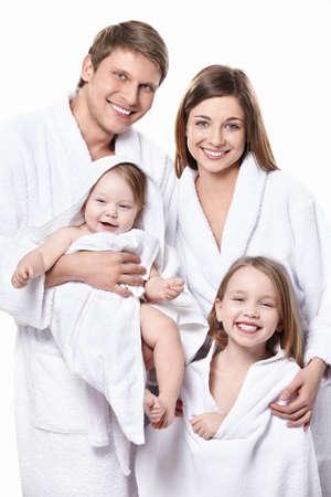 femme baignoire: Une famille avec deux enfants en sarraus isol�s