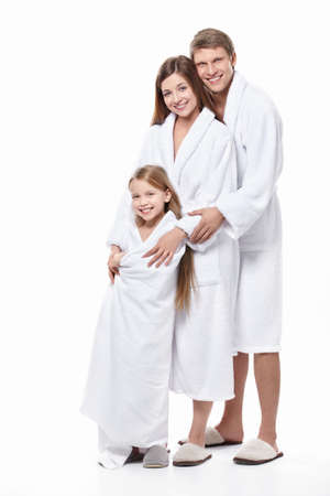 bathrobes: Familia en t�nicas sobre un fondo blanco
