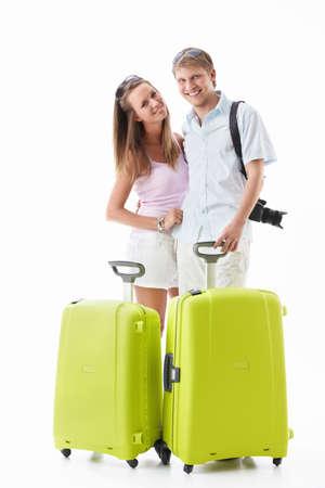 mujer con maleta: Una atractiva pareja con sus maletas en un fondo blanco Foto de archivo