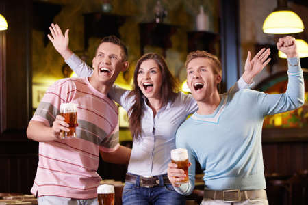 sports bar: Young people are expressing in the pub