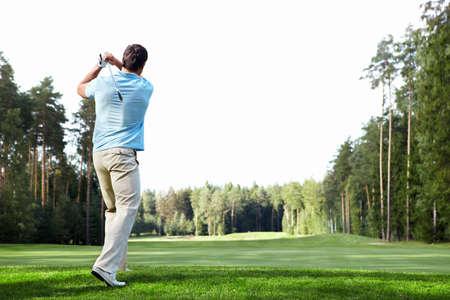 golfing: Oudere man golfen