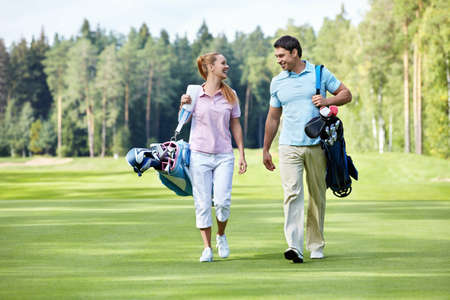 play golf: Young couple on the golf course
