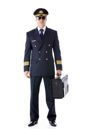 Een pilot in uniform op een witte achtergrond