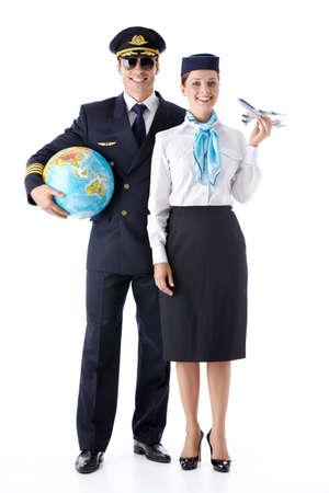 pilotos aviadores: El piloto y la azafata con un globo terráqueo sobre un fondo blanco