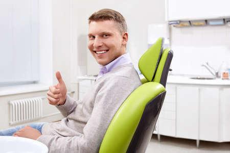 Der Patient in der Zahnklinik Standard-Bild - 13496817